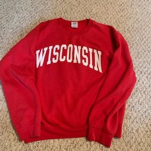 Wisconsin pullover